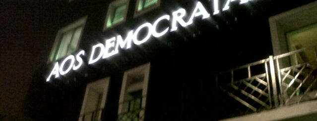 Aos Democratas is one of Kárenさんのお気に入りスポット.