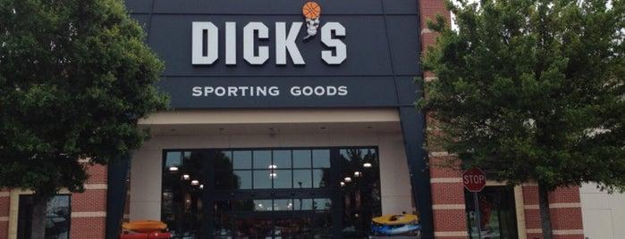 DICK'S Sporting Goods is one of Armando : понравившиеся места.