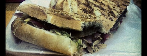 Paninos Alonso is one of Es Un Must! @ GTO.