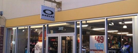 Oakley Vault is one of Locais curtidos por Rita.