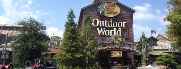 Bass Pro Shops Outdoor World is one of Marcus'un Beğendiği Mekanlar.