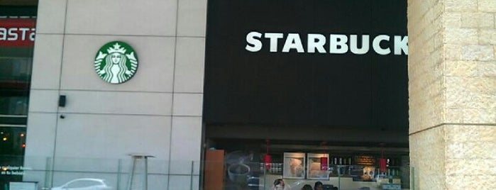 Starbucks is one of Adriana 님이 좋아한 장소.