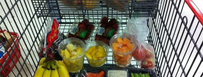H-E-B Grocery is one of Locais curtidos por Randy.