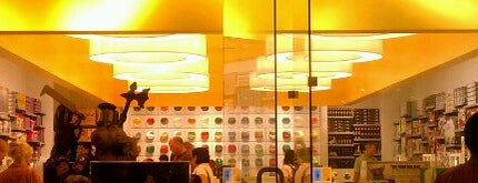The LEGO Store is one of Tempat yang Disukai Matthew.