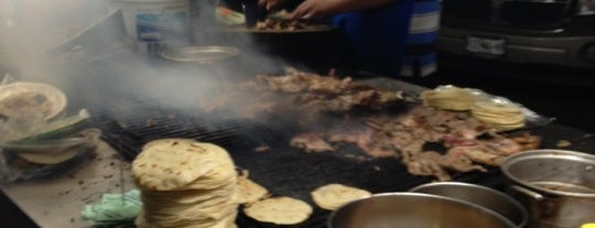 Tacos El Güero is one of Arturo'nun Beğendiği Mekanlar.