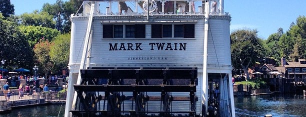 Mark Twain Riverboat is one of Lieux qui ont plu à S.