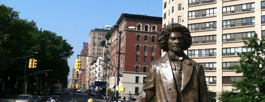 Frederick Douglass Circle is one of Posti che sono piaciuti a Will.