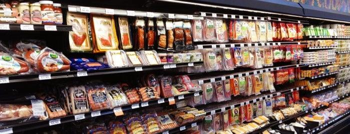 Sprouts Farmers Market is one of สถานที่ที่ Vu ถูกใจ.