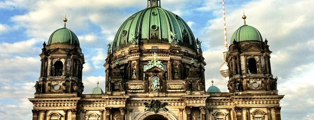 Catedral de Berlim is one of Berlin.