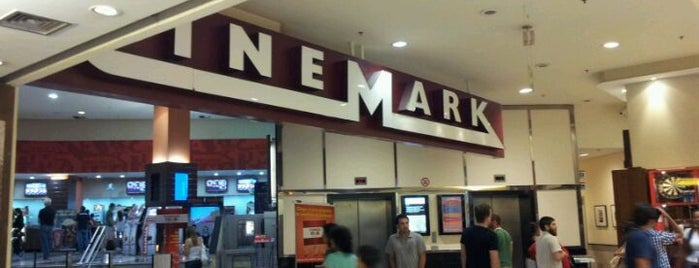 Cinemark is one of Lieux qui ont plu à David.