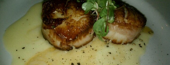 Blue Restaurant & Bar is one of Lieux sauvegardés par Elena.