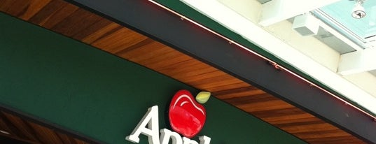Applebee's is one of Locais curtidos por Arthur.