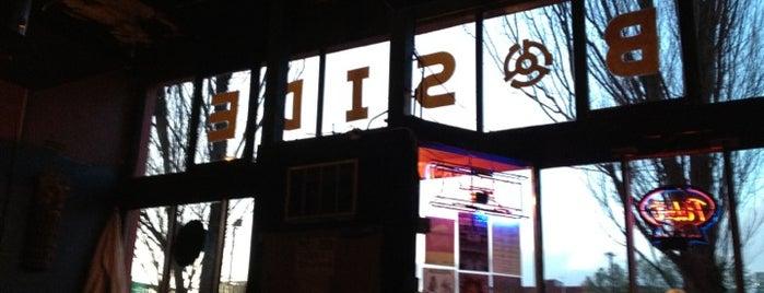 B-Side Tavern is one of Posti che sono piaciuti a Gehlen.