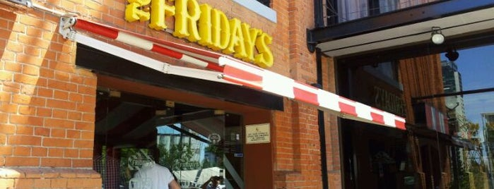 T.G.I. Friday's is one of Donde ir a comer.