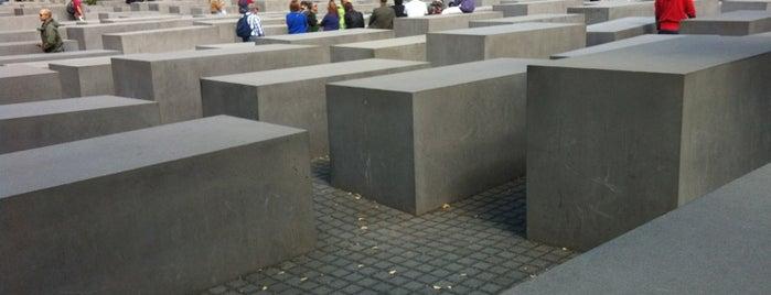 Memorial untuk Orang-orang Yahudi yang Terbunuh di Eropa is one of Free Ways to Experience Berlin.