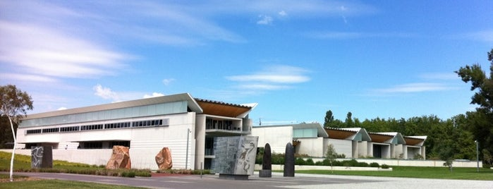 National Portrait Gallery is one of John 님이 저장한 장소.