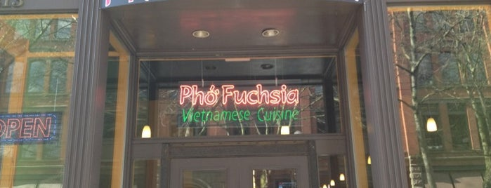 Pho Fuchsia is one of สถานที่ที่ Zlata ถูกใจ.