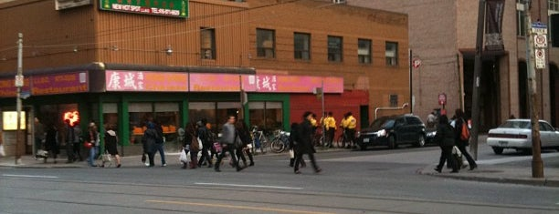 Hong Shing Chinese Restaurant is one of Daniel's Saved Places.