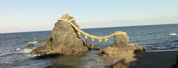 夫婦岩 is one of 日本の渚百選.