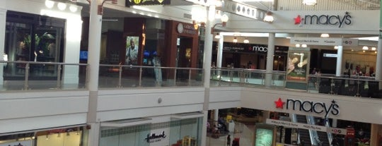 Westfield MainPlace is one of Lugares favoritos de Alicia.