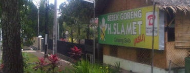 Bebek Goreng H. Slamet is one of Bandung Food Foursquare Directory.