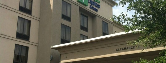 Holiday Inn Express & Suites Tampa-Anderson Rd/Veterans Exp is one of สถานที่ที่ Jaja ถูกใจ.