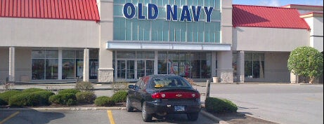 Old Navy is one of Locais curtidos por AJ.