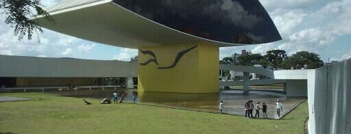 Museo Oscar Niemeyer (MON) is one of Passeando pela cidade.