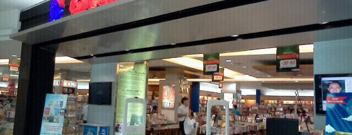 Gramedia is one of Andreaさんのお気に入りスポット.