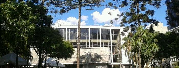 Teatro Guaíra is one of Cursos e aulas de fotografia.