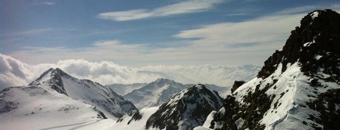 Gipfelplattform Top of Tyrol (3.210m) is one of Stubaier Gletscher / Stubai Glacier.