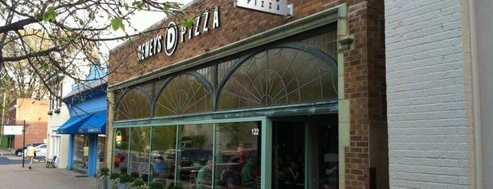 Dewey's Pizza is one of สถานที่ที่ Dustin ถูกใจ.