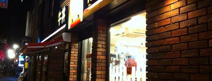 すき家 横浜山下町店 is one of Posti che sono piaciuti a MAC.