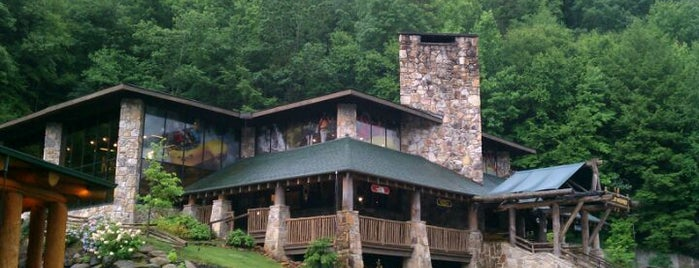 Nantahala Outdoor Center is one of Locais curtidos por Colin.