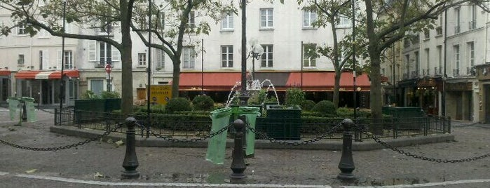 Place de la Contrescarpe is one of Most beautiful squares in Paris.