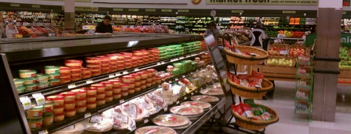 Shoppers Food Market is one of Shopping.