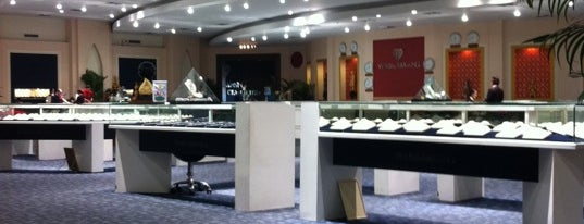 Wang Talang Jewelry and Giftshop is one of Lieux qui ont plu à Taygun.