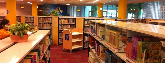 Geylang East Public Library is one of Lugares favoritos de Ian.