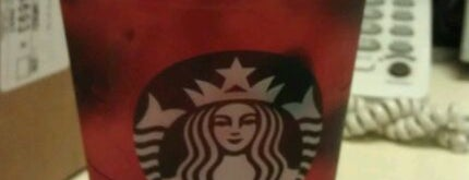 Starbucks is one of Orte, die Linda gefallen.