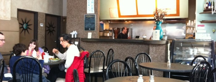 Apollo Cafe is one of Bob'un Kaydettiği Mekanlar.