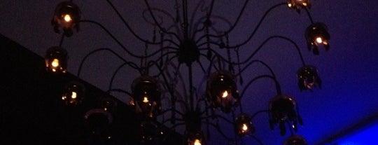Mini Bar Restaurant Lounge Club is one of mis sitios.