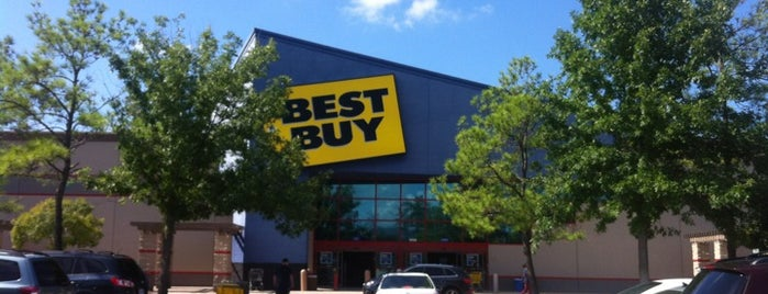 Best Buy is one of Tempat yang Disukai Gregory.