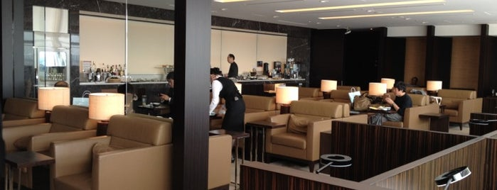 JAL First Class Lounge is one of Lugares favoritos de Hideo.