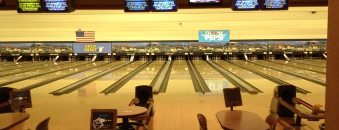 Gold Coast Bowling Center is one of Stephanie 님이 좋아한 장소.