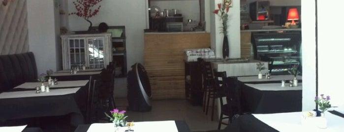 Prieta Linda Cafe & Bistro is one of Lugares.