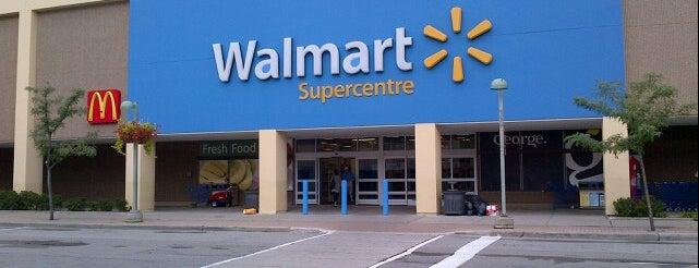 Walmart Supercentre is one of Posti che sono piaciuti a Selena.