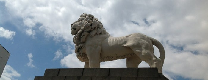 The South Bank Lion is one of لندن.