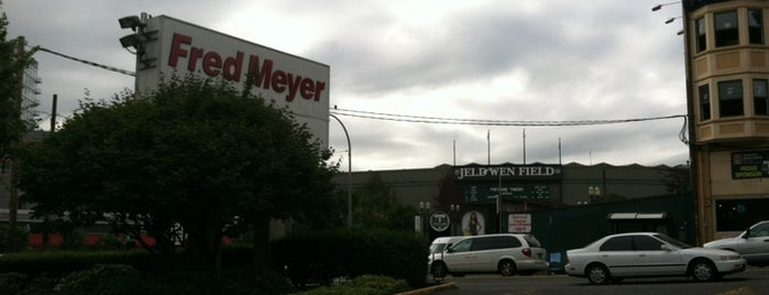 Fred Meyer is one of Lugares favoritos de Ian.