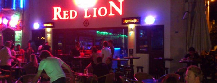Red Lion Bar & Club is one of Orte, die Begüm gefallen.