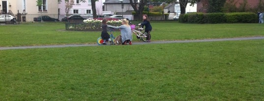 Sandymount Green is one of Lieux qui ont plu à Marrr.
